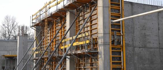 Реализация высокой стены с использованием системы PRIMO.